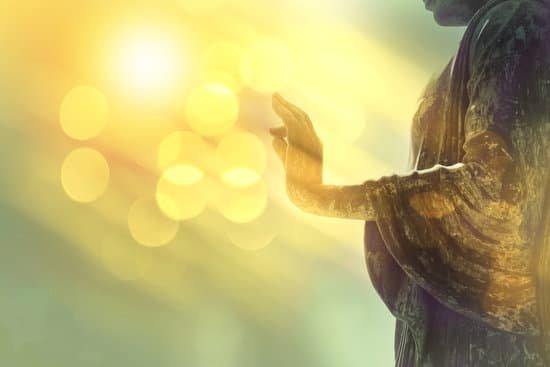 Meditar nos lleva a adquirir la iluminación.