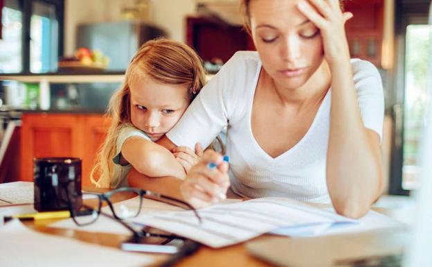 Conciliar el trabajo y la familia no es fácil para la mujer.