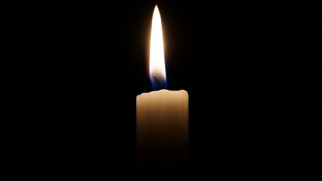 concentrarnos en algo, como una vela, nos ayuda a ejercitar la concentración.