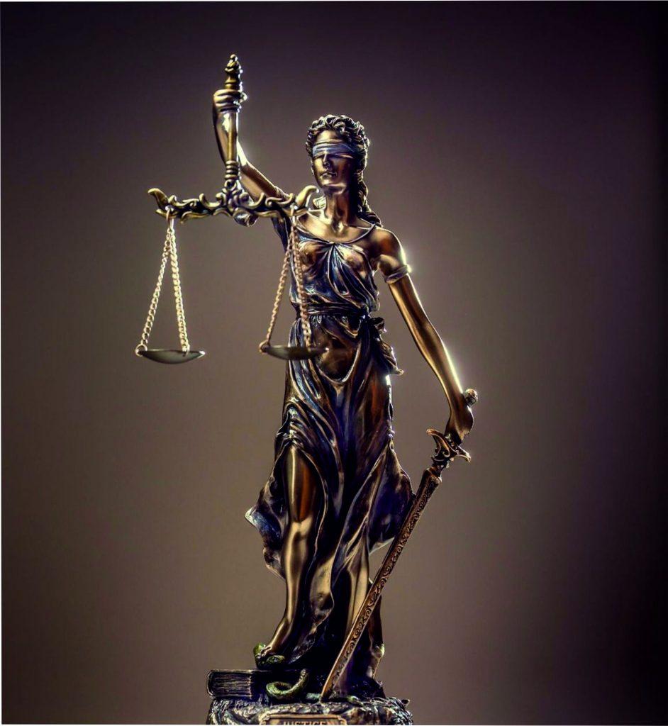 La ley divina la ejecutan los señores del karma.