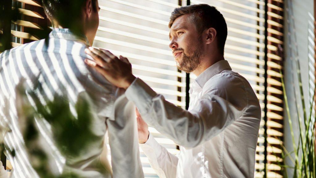 Una actitud amable y educada ayuda mucho a una buena comunicación.