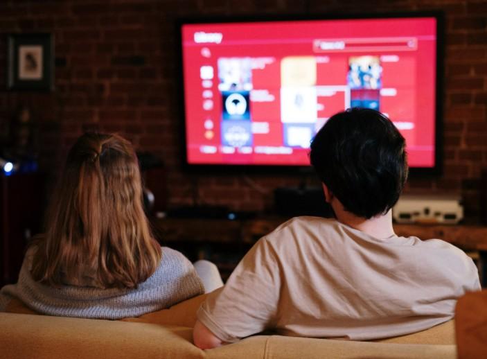 Ver la televisión sin hacer una selección, nos llena de impresiones negativas, que nos perjudican en el despertar.