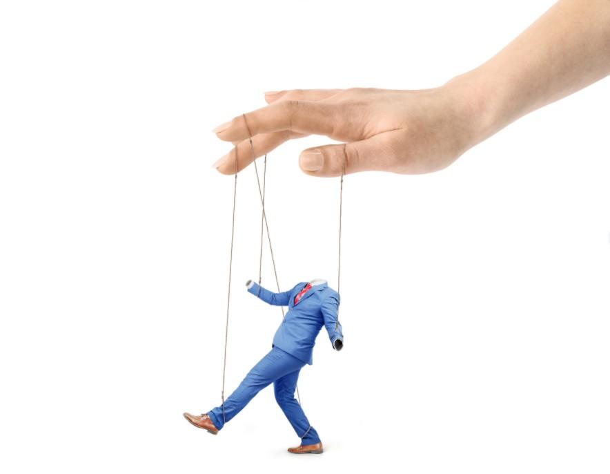 Somos esclavos de nuestros defectos, ya que nos condicionan nuestra vida constantemente.